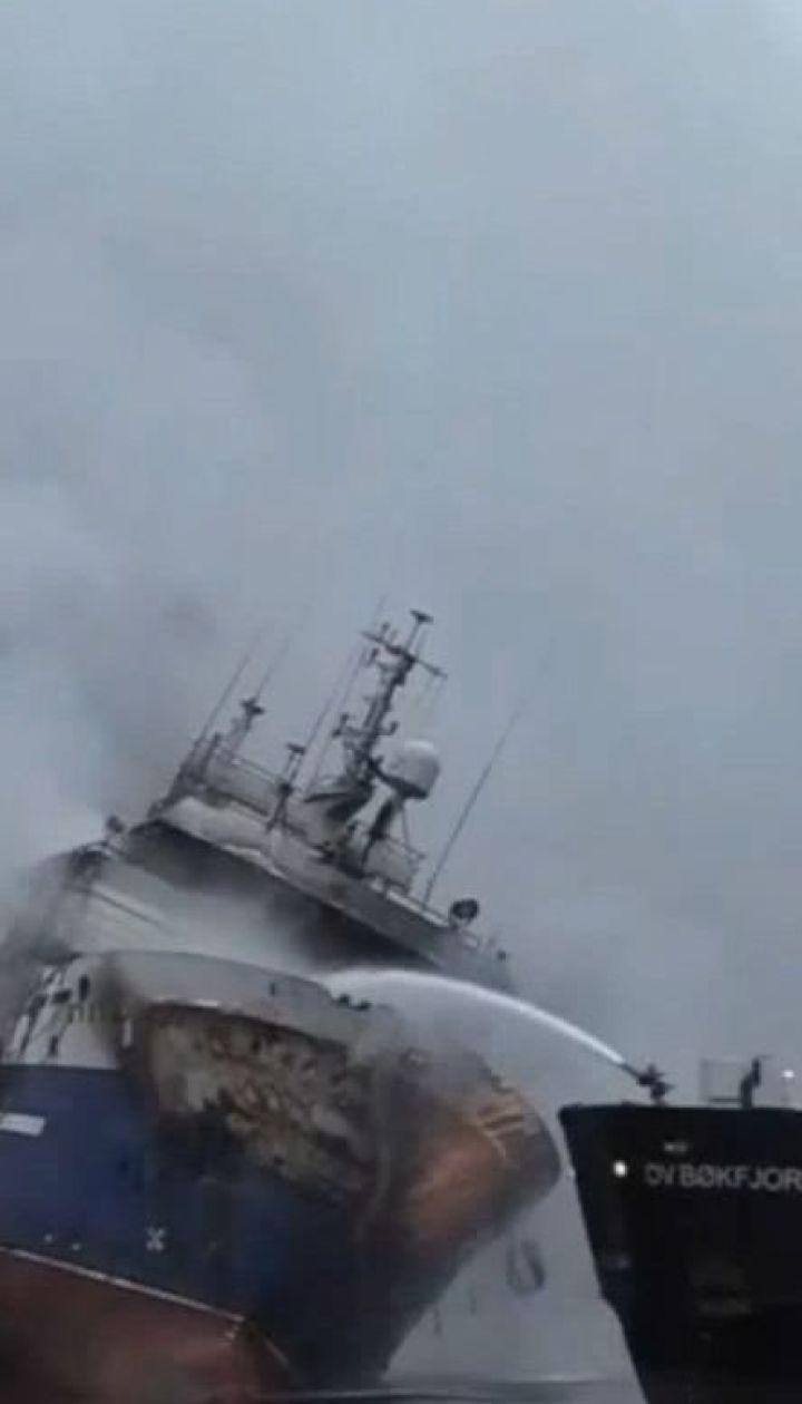 Норвежские пожарные всю ночь тушили российский траулер в Тромсе