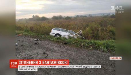 Недалеко от Львова столкнулись легковушка и грузовик, есть погибший