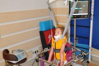 Сотни тысяч гривен нужны, чтобы вернуть к нормальной жизни 4-летнюю Киру