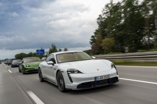Электрокары Porsche Taycan начали продавать в Украине