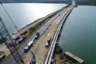 Важный этап строительства моста через Хаджибей показали на видео