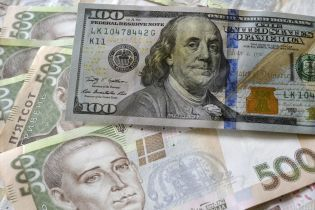 Доллар в официальных курсах Нацбанка впервые за последний месяц перевалил за 25 гривен