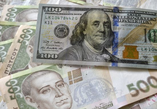Долар в офіційних курсах Нацбанку вперше за останній місяць перевалив за 25 гривень