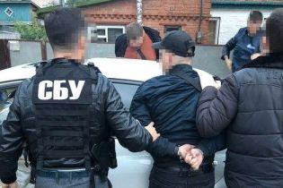 На Киевщине задержали двух полицейских, которые вымогали у предпринимателя 20 тыс. грн