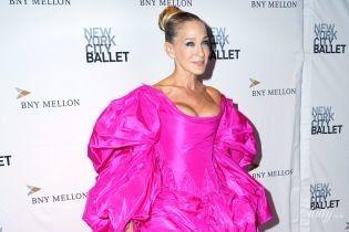 В роскошном платье и босоножках разного цвета: Сара Джессика Паркер на гала-вечере
