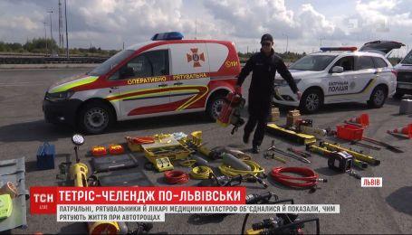 Львовские медики и спасатели присоединились к тетрис-челленджу