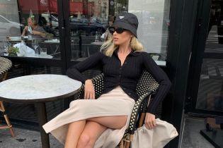 """В панамке и юбке с высоким разрезом: """"ангел"""" Эльза Хоск на Парижской неделе моды"""