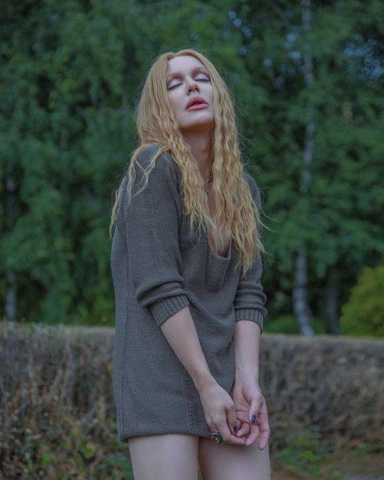 Травесті-діва Монро показала стрункі ноги у мінісукні