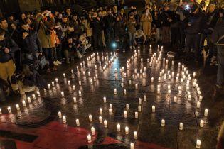 """У ОП проходит акция """"Ночь на Банковой"""". Активисты требуют расследовать убийство Гандзюк"""