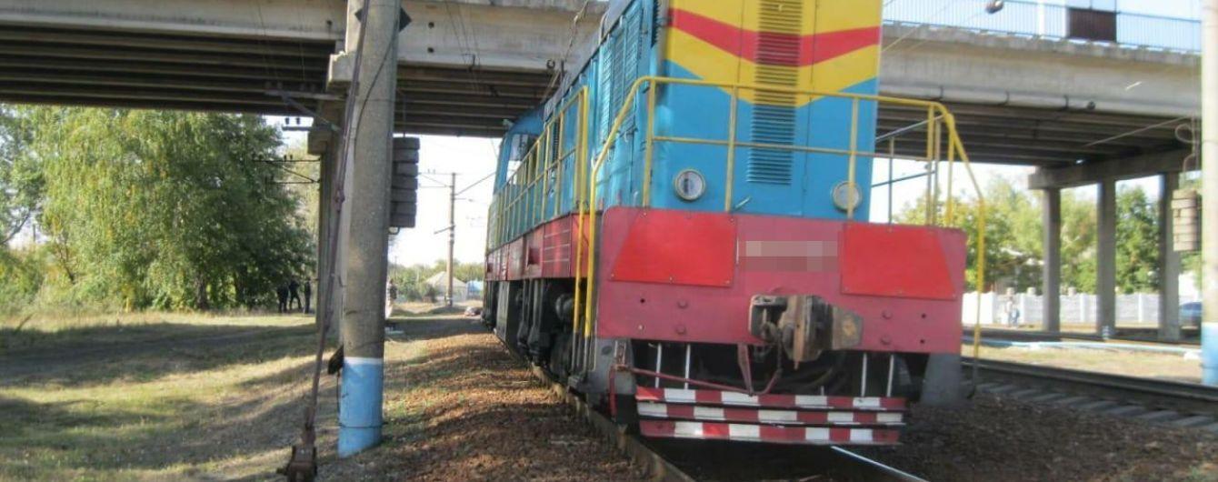 В Ізюмі чоловік після невдалої спроби повіситися кинувся під потяг