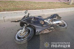 В Тернополе легковушка столкнулась с мотоциклом: один подросток погиб, второй в больнице
