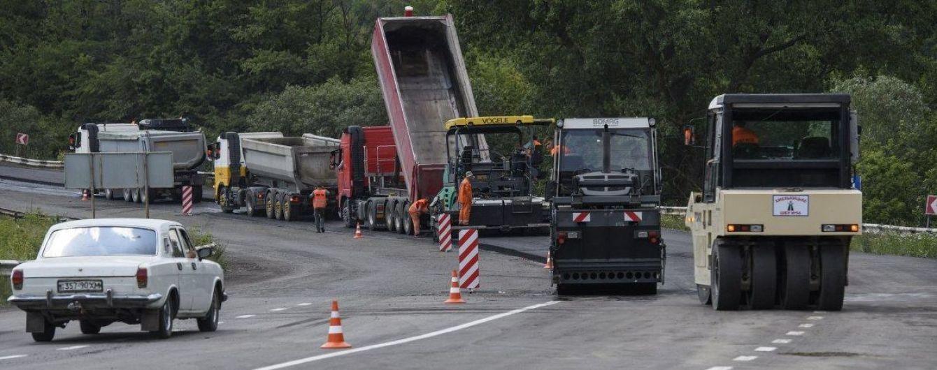 На ремонт українських доріг виділили в п`ять разів більше грошей