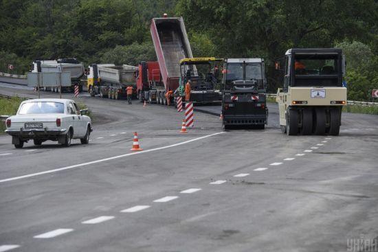 Уряд вкладе у ремонт доріг 100 мільйонів гривень