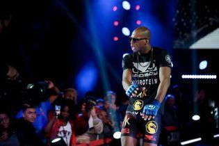 Британский боец MMA брутально нокаутировал коленом соперника в первом раунде
