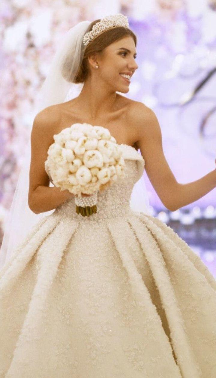 Сколько стоило свадебное платье Ассоль и кто был главным инвестором ее свадьбы