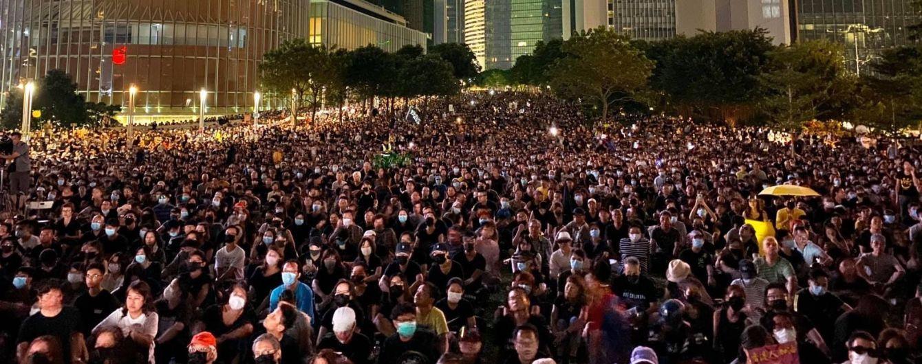 Водометами та сльозогінним газом розганяли на мітингах ЛГБТ у Польщі та проти влади у Гонконгу