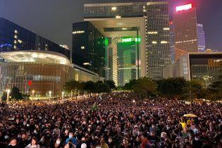 Водометами и слезоточивым газом разгоняли на митингах ЛГБТ в Польше и против власти в Гонконге