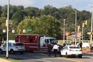 В США в супермаркете мужчина ножом ранил пятерых людей. Нападающего застрелили
