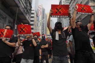 """Митингующие в Гонконге применили против полиции """"партизанскую тактику"""""""