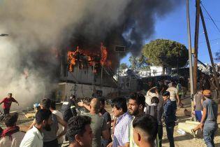 В Греции мигранты взбунтовались после смертельного пожара в лагере беженцев