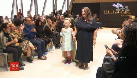 На французькому тижні моди на подіум вийшла 9-річна модель з ампутованими ногами
