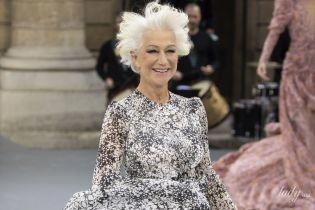Босиком и с широкой улыбкой: Хелен Миррен продефилировала на модном показе в Париже