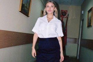 В РФ обольстительная блондинка в форме устроила фотосессию в отделении полиции