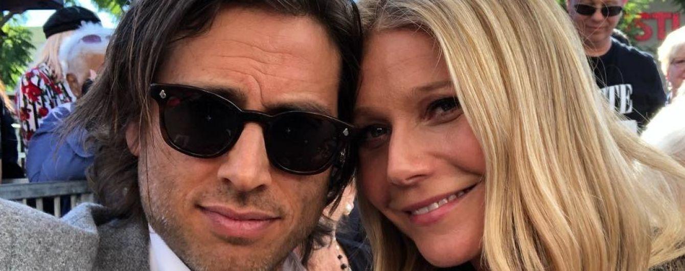 Гвинет Пэлтроу отметила первую годовщину свадьбы с мужем на пляже
