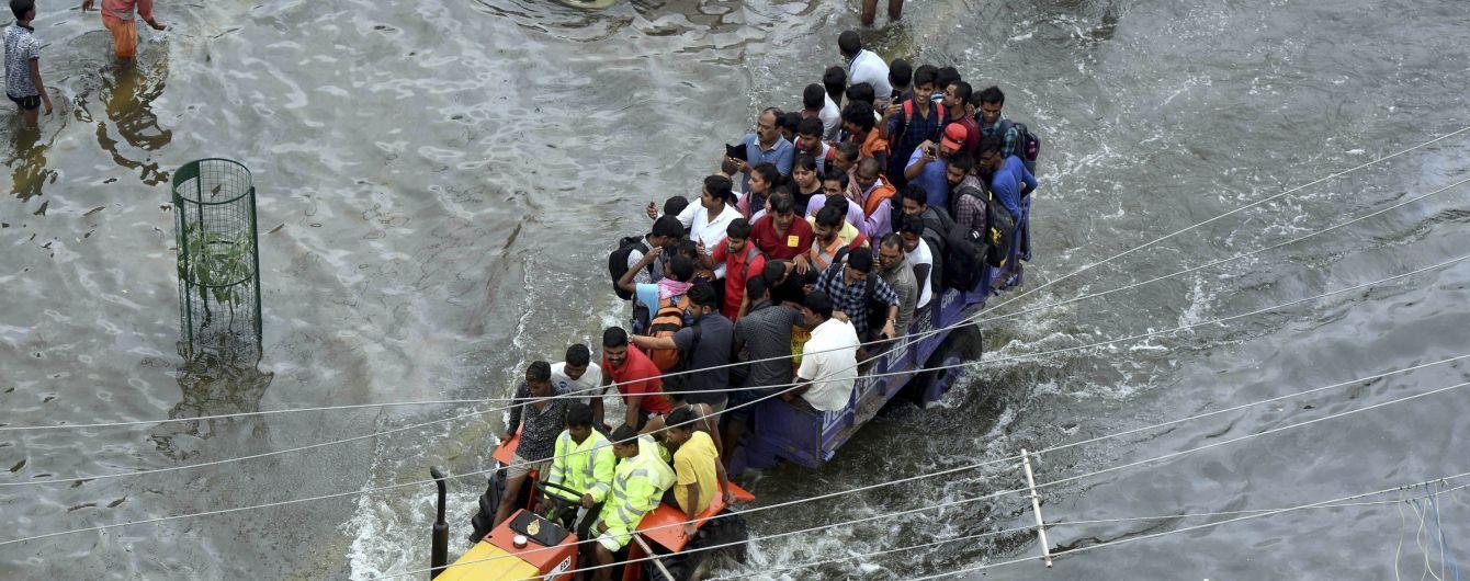 Мощное наводнение в Индии убило уже более ста человек