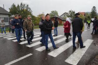 Крестьяне на Львовщине в отчаянии перекрыли трассу и обратились к Зеленскому
