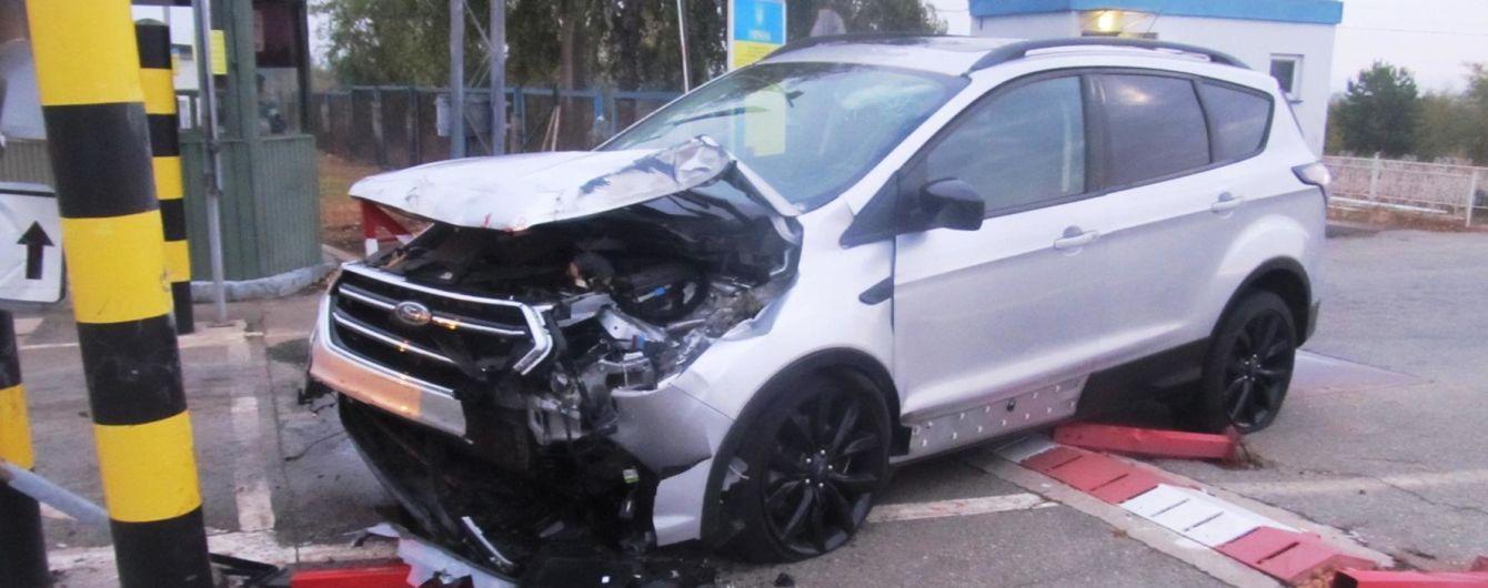 На Черниговщине пьяный мужчина на автомобиле пытался прорваться через границу