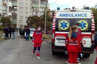 Массовое отравление в Черкассах: спасатели эвакуируют людей из многоэтажки