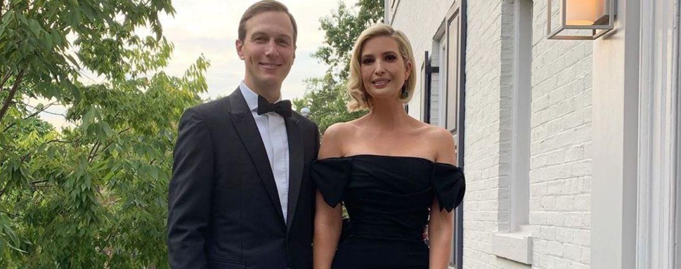 Элегантно и сексуально: Иванка Трамп продемонстрировала вечерний образ в платье с обнаженными плечами