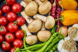 Овощи и фрукты начинают исчезать на украинских рынках. Что покупать и как заготовить на зиму