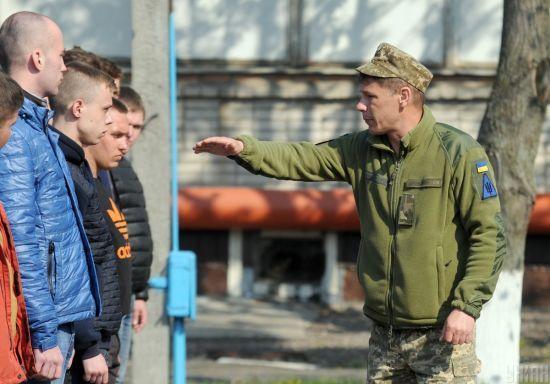 Зеленський підписав указ про новий призов до армії. На службу відправлятимуть з 18 років