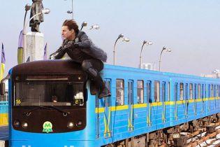 Где трюки с прыжками через турникет? Как в Сети смеются над Томом Крузом в киевском метро