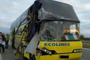 На Николаевщине столкнулись международный рейсовый автобус и зерновоз, есть погибший