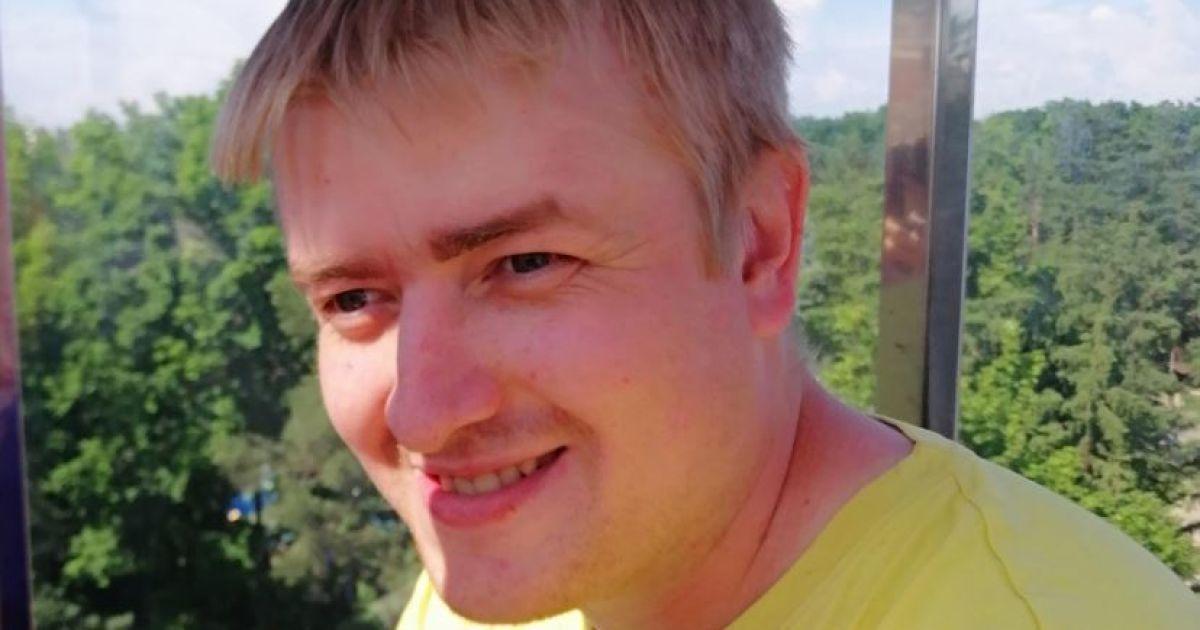 Дорогостоящее лечение может спасти Алексея от рака кожи