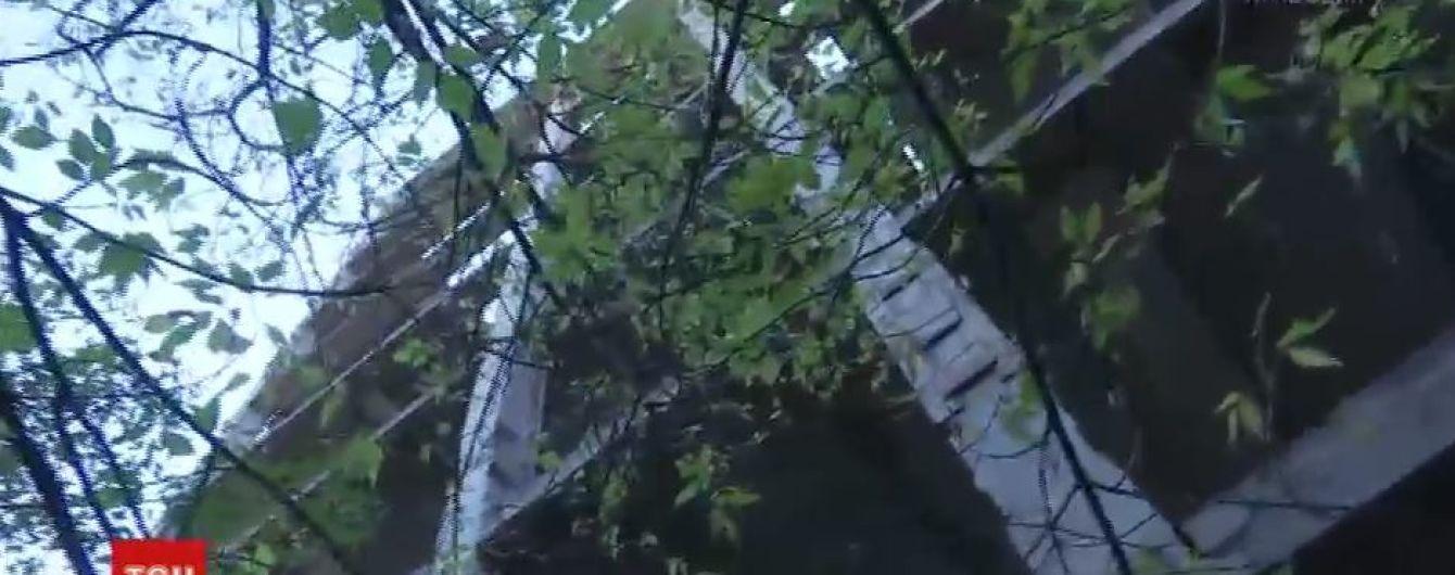 14-річна дівчинка впала з недобудови у Маріуполі