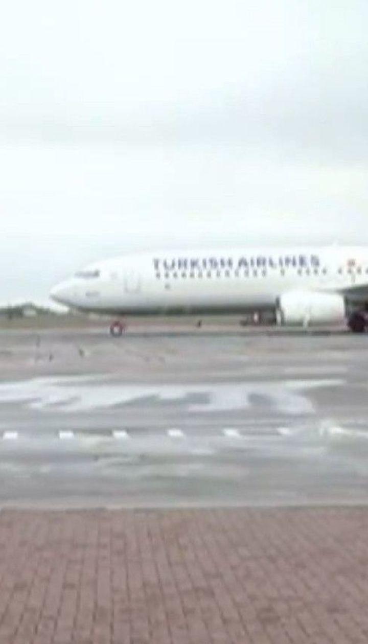 Через сильний вітер аеропорт в Одесі не може приймати літаки