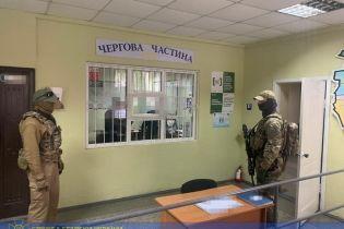 """На Одесчине полицейский собирал """"дань"""" с подчиненных"""
