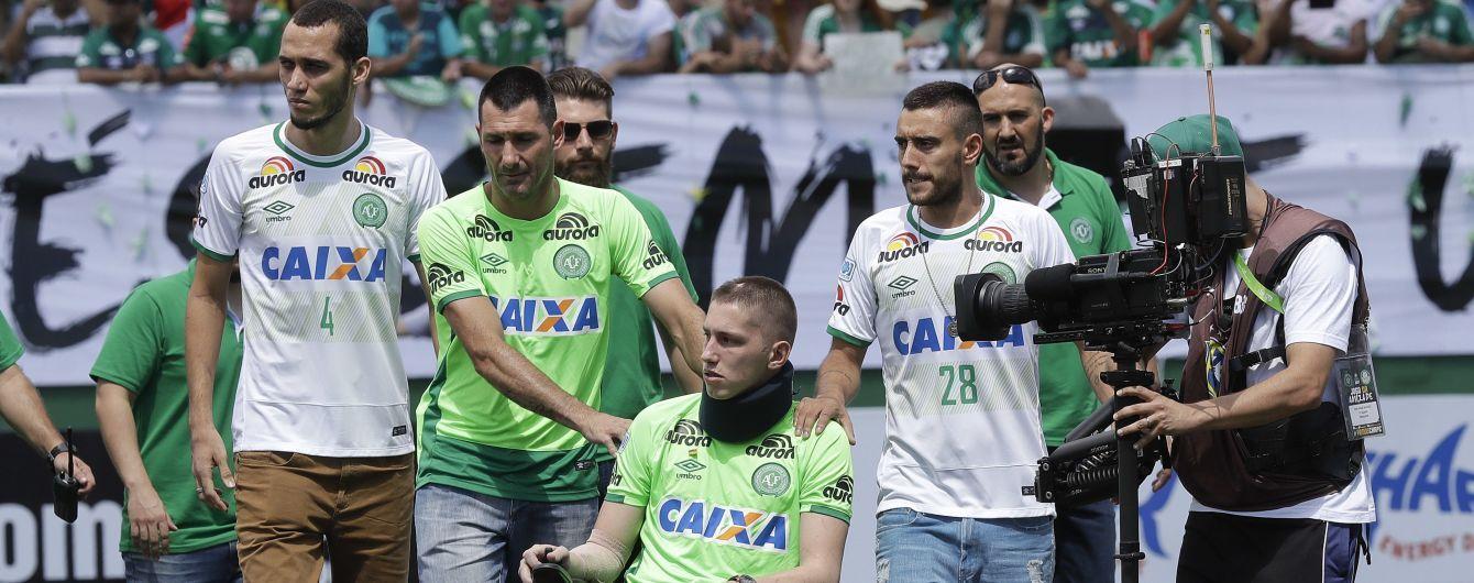 """Футболист, который выжил в авиакатастрофе """"Шапекоенсе"""", забил первый гол после трагедии"""