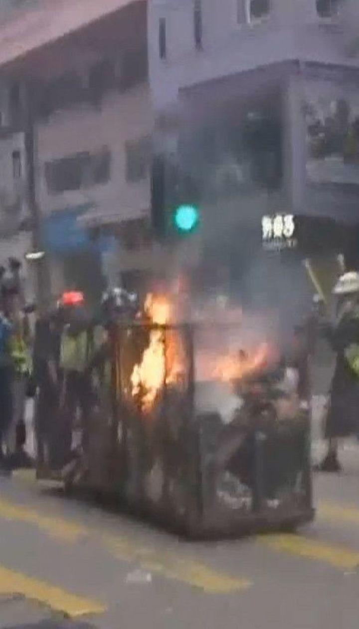 Поліція Гонконгу вперше застосувала бойову зброю проти демонстрантів