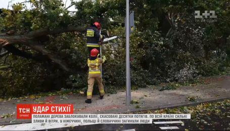 Мощные ветры натворили немало бед в нескольких странах Европы, есть погибшие