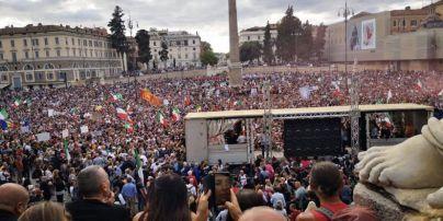 """У Римі застосували водомети для зупинки мітингарів, які штурмують урядові будівлі через """"паспорти вакцинації"""""""