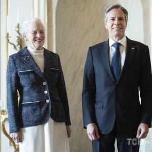У трикотажній сукні та жакеті: королева Маргрете II на прийомі в палаці