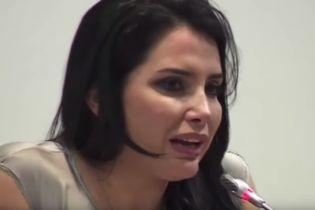 Экс-сенатор Колумбии сбежала из-под стражи через окно стоматолога
