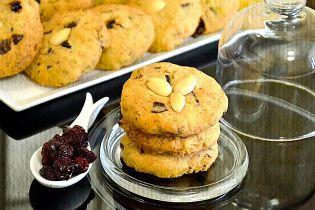 Швидке вівсяне печиво з вишнею та шоколадом