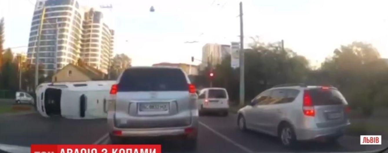 Авто конвойної служби спровокувало подвійну аварію у Львові