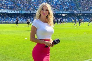 Итальянская телеведущая поставила на место футбольных фанатов, которые требовали от нее показать грудь